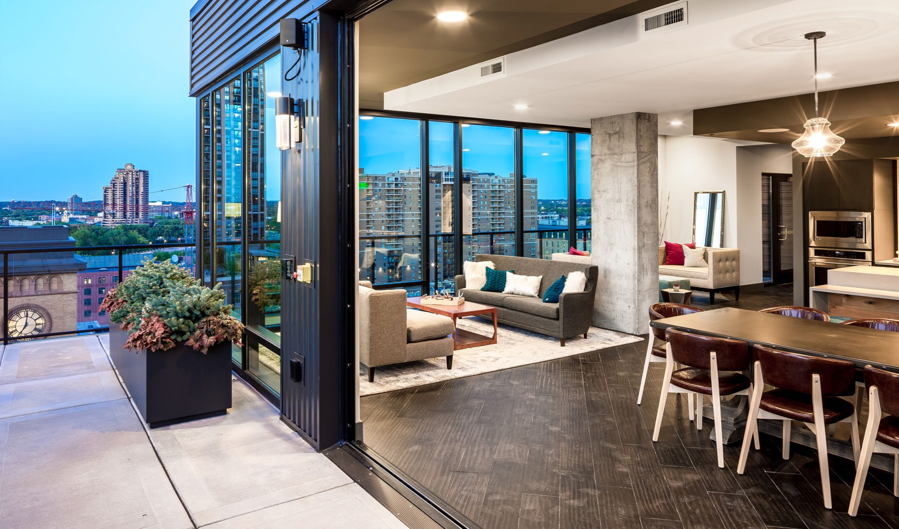 NOW LEASING LUXURY MINNEAPOLIS APARTMENTS